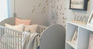 Girly Grey Nursery mit einem Flower Wreath Mobile - so glamourös und so im Trend! (...